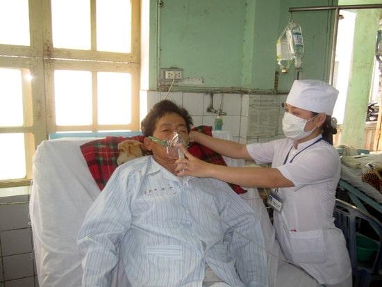 sử dụng bình tạo oxy để điều trị bệnh tắc nghẽn phổi mãn tính